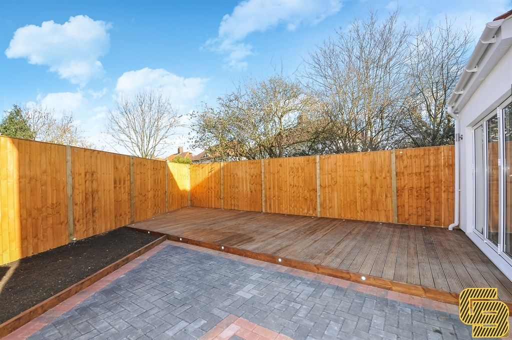Paving and Decking in Waddon